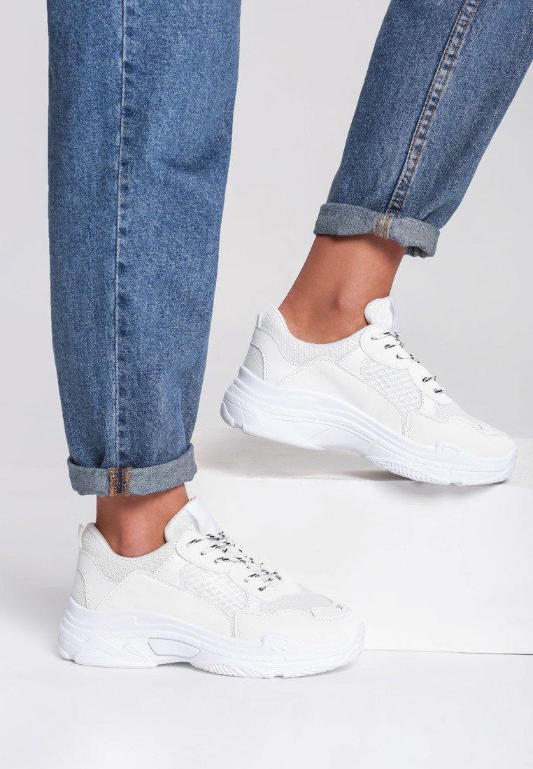 Bestsellerowe Białe Sneakersy Wonderwall w Renee!